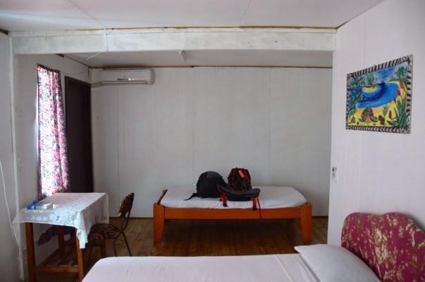 filamona-hotel-room-desk