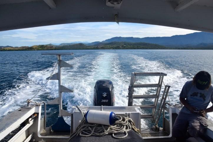 loloata-resort-diving-boat-moving