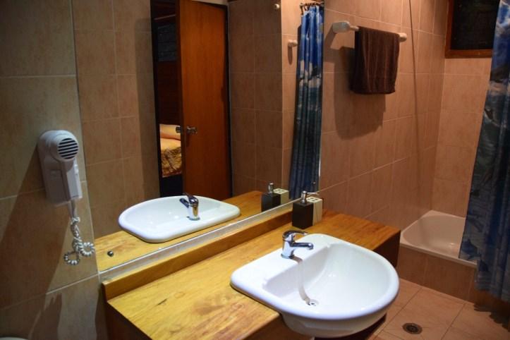 loloata-resort-room-bathroom