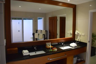 lomani-island-resort-room-bathroom