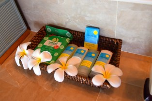 sunrise-beach-cabanas-bathroom-amenities