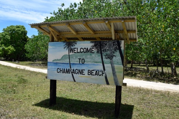 vanuatu-santo-tour-champagne-beach