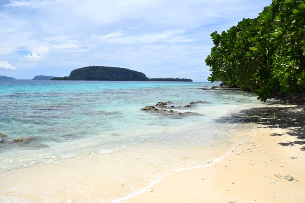 vanuatu-santo-tour-secret-beach