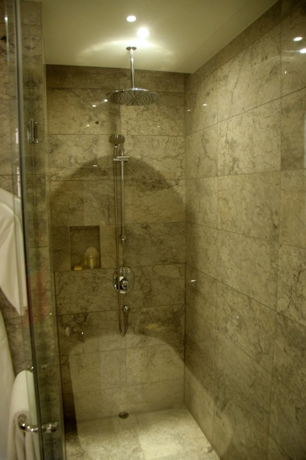 hyatt-city-of-dreams-room-shower