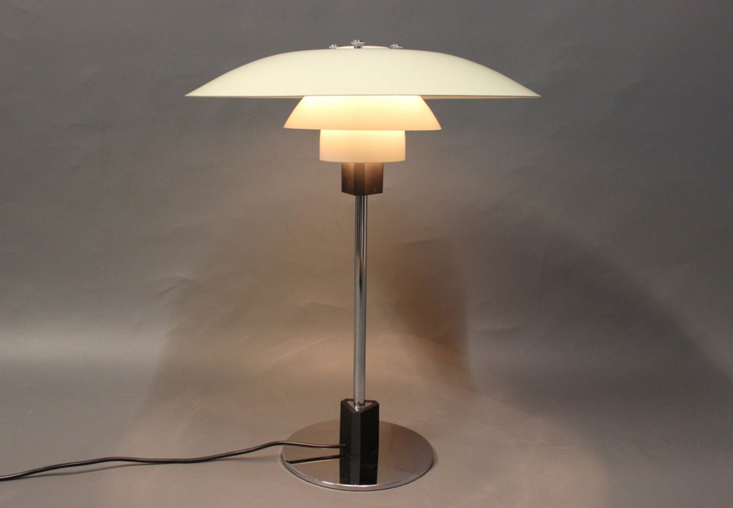 Poul Henningsen Lampe Ph 4 3 Table Lamp By Poul Henningsen And Louis Poulsen 5000m2 Showroom