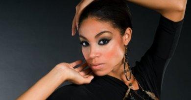 Yendi Phillips (30)