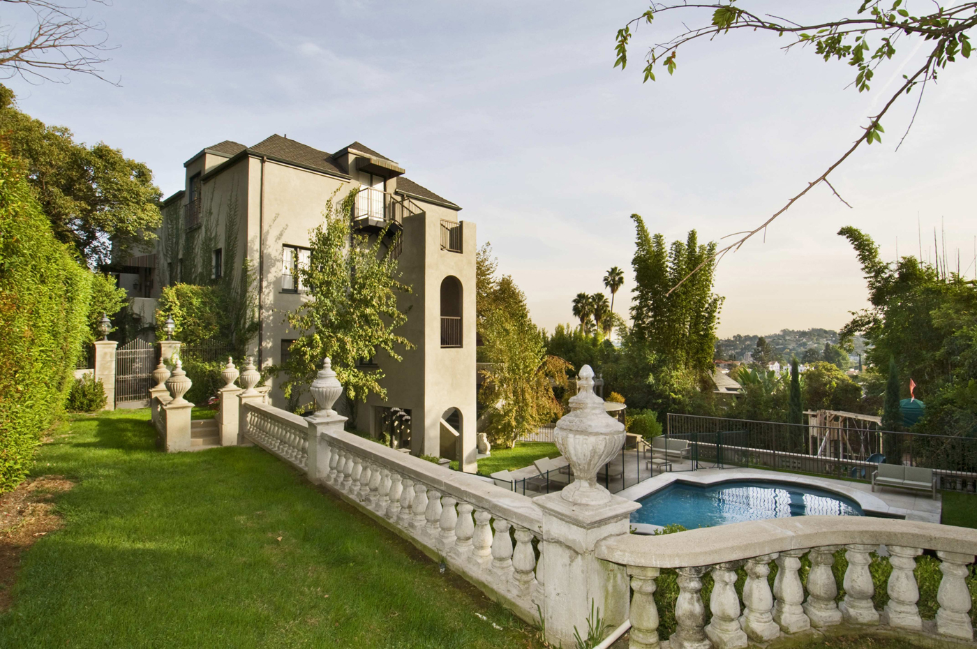 Katy Home Singer Katy Perry Russell Brand Place Their Los Feliz Home On The
