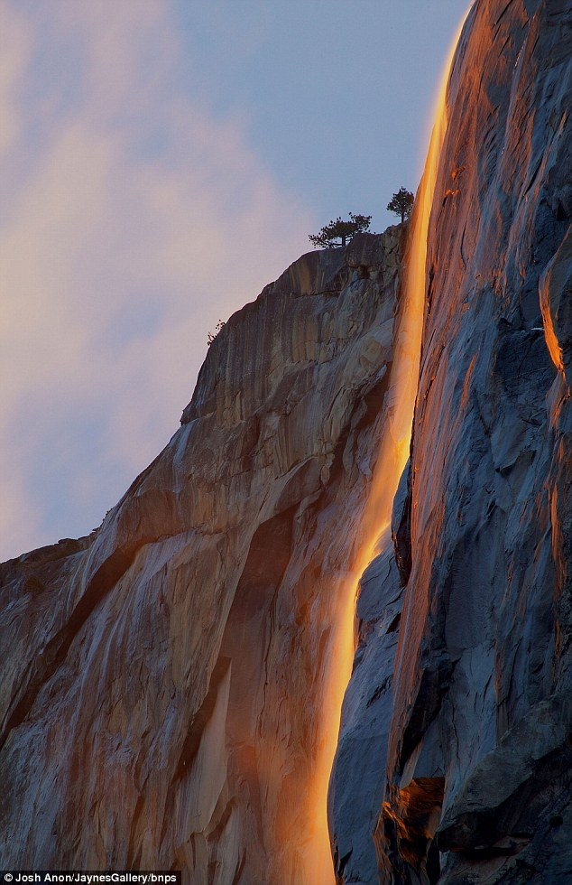 Yosemite Lava Falls Wallpaper Vuurwaterval Verlicht Yosemite National Park