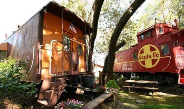 3. Featherbed Railroad Bed and Breakfast Resort, California, USA 1