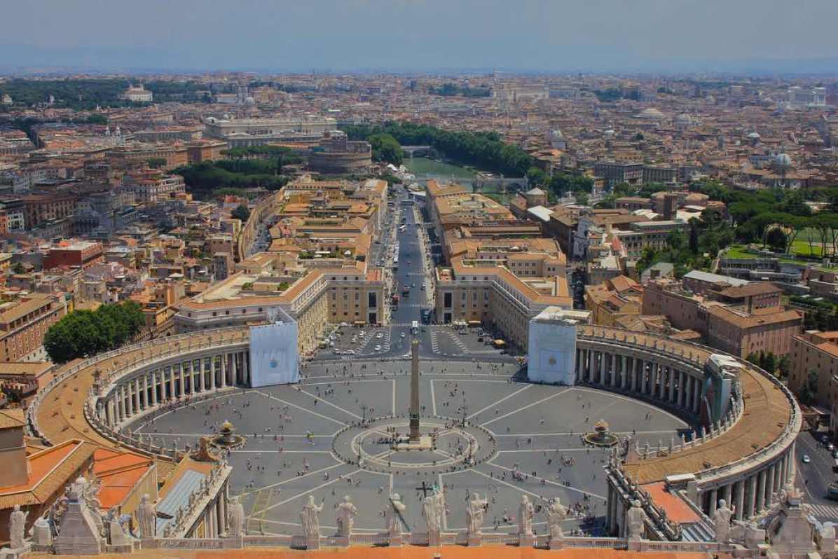Saint Peter's Square, Vatican City - by Navin Rajagopalan - Navin75:Flickr
