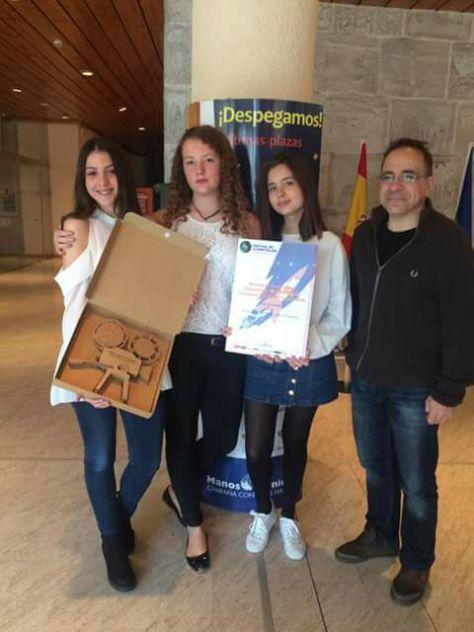 Isabel Rupín, Sonia Armañac, Erica Vivas y José Luis Mur, jefe de estudios del instituto.
