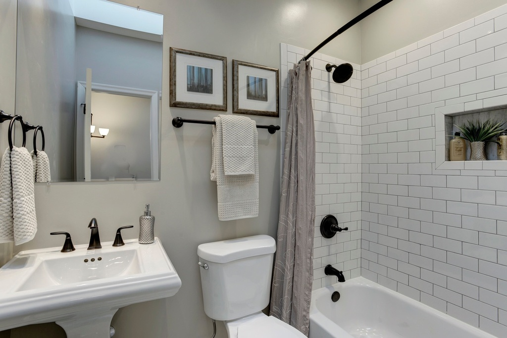 Budget Bathroom Remodel Tips To Reduce Costs Zillow Digs