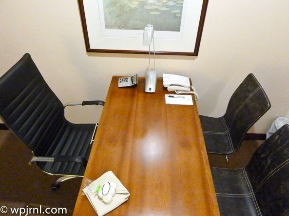 Embassy Suites by Hilton Bogota - Desk