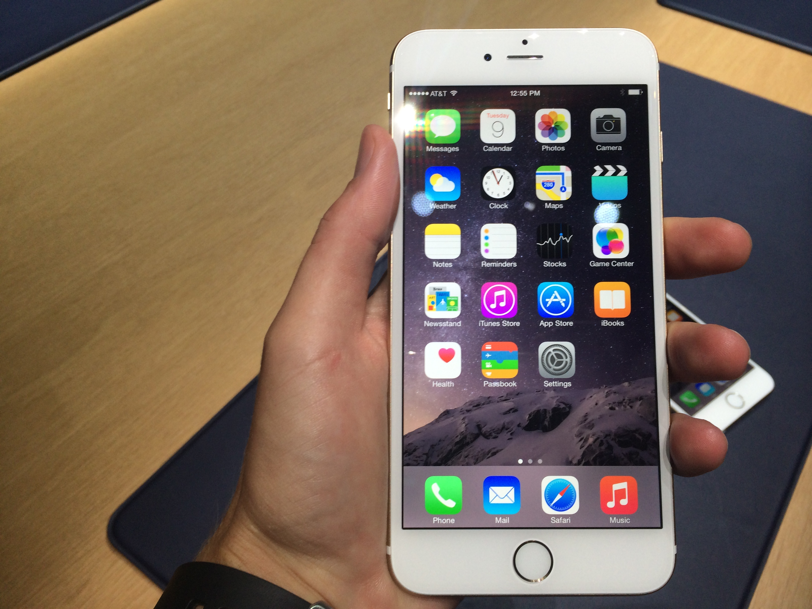 6 Plus Appadvice Goes Hands On With Apple 39s New Iphone 6 And