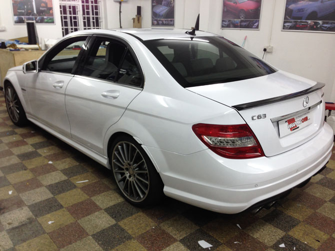 Black Fryday Mercedes C63 Wrapped White,