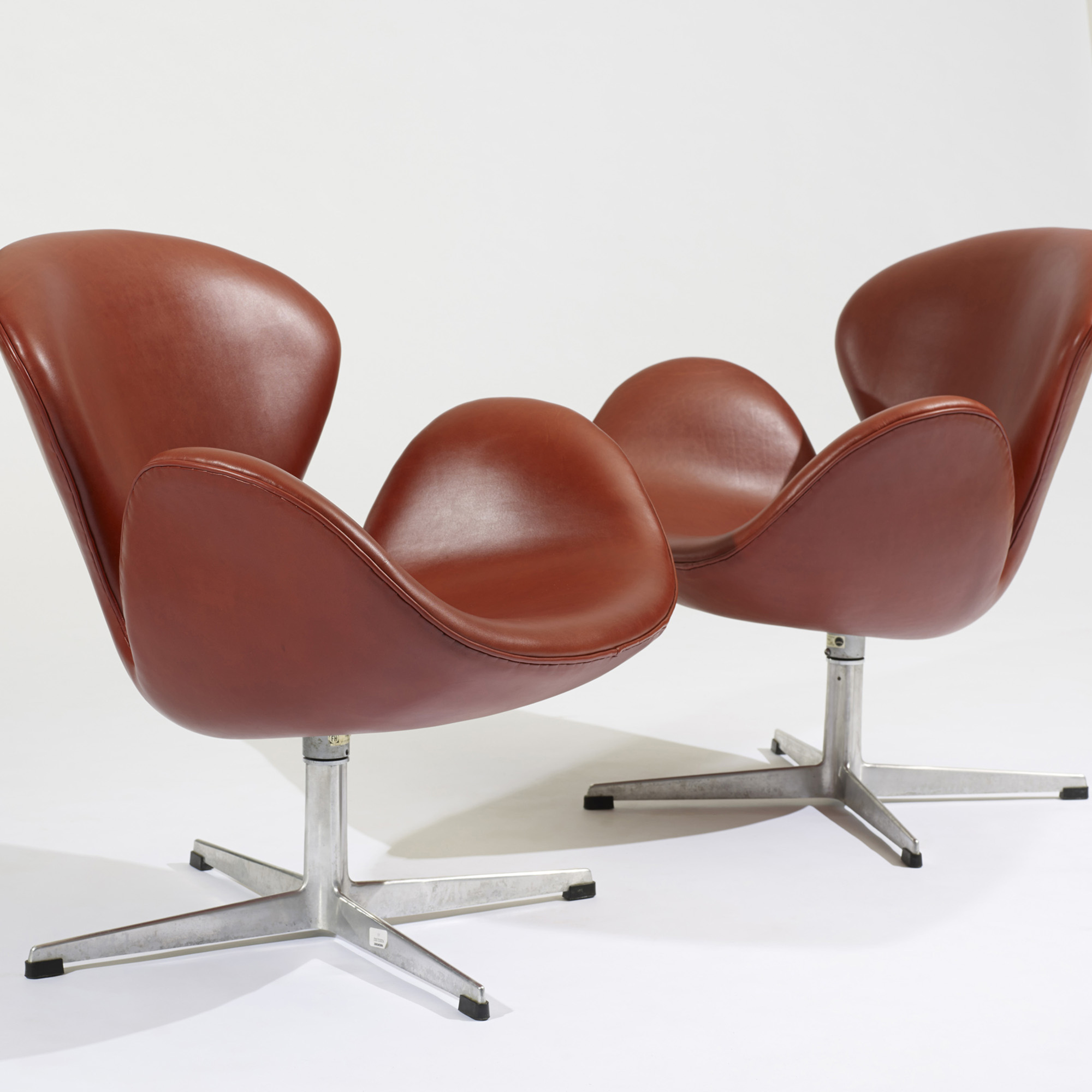 Arne Jacobsen Swan Chair 244: Arne Jacobsen, Swan Chairs, Pair