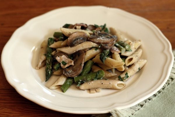 spring penne pasta with asparagus and mushrooms | writes4food.com