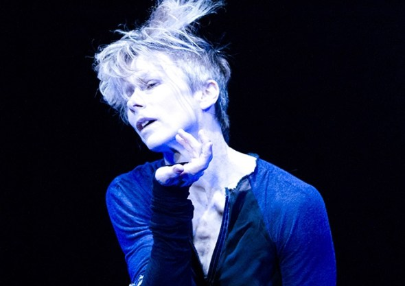 Louise Lecavalier in So Blue (photo: André Cornellier)