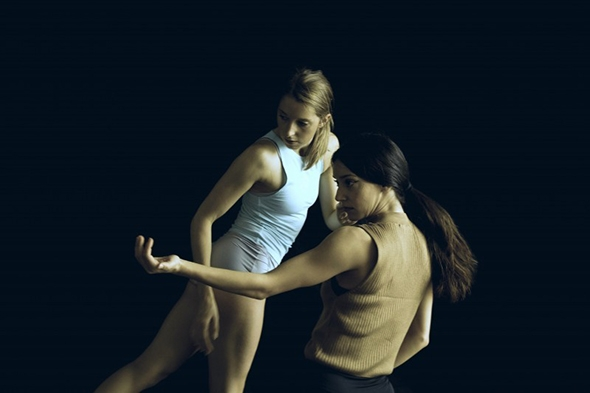 Elly Braund and Nancy Nerantzi in Pinenaika Dance's Calle Leganitos (photo: Pierre Tappon)