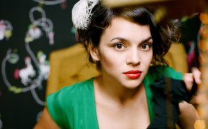 http://www.bhmpics.com/view-norah_jones-wide.html