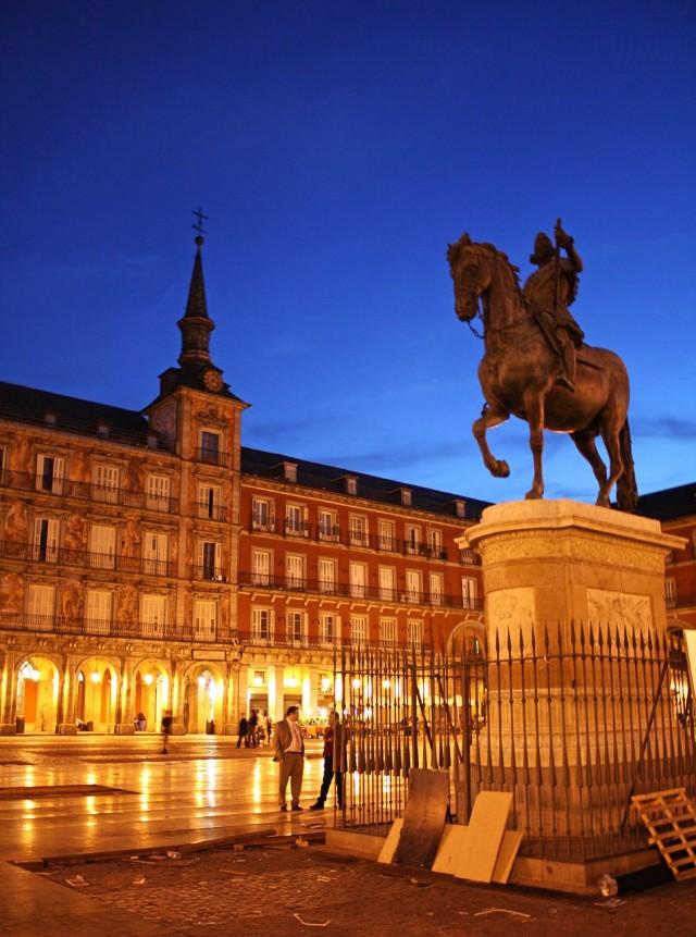 London Iphone X Wallpaper Night In Madrid Plaza Mayor Hd Wallpaper Wide Screen