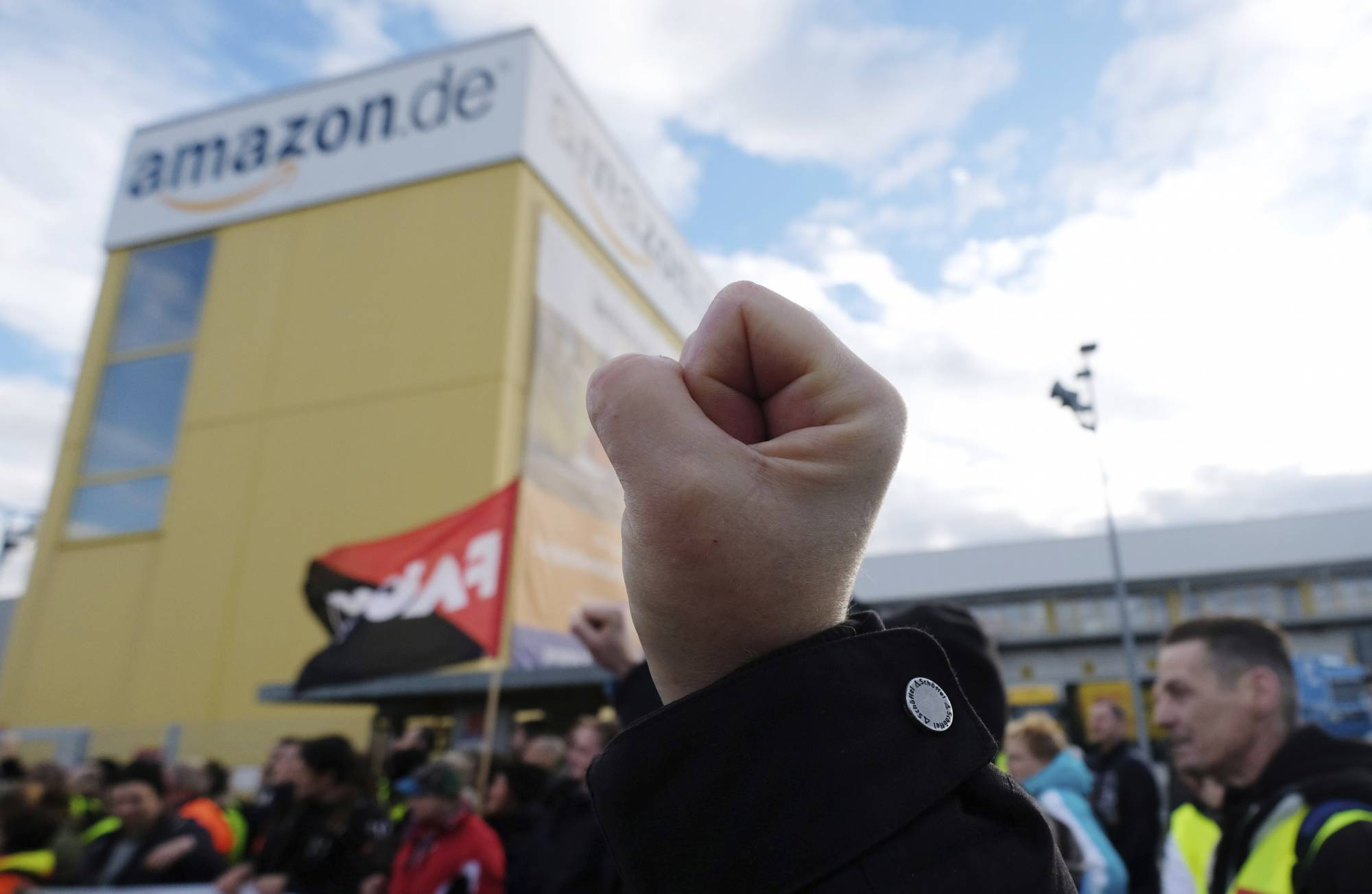 Blackfriday Germany Amazon Workers In Germany Italy Stage Black Friday Strike Wtop