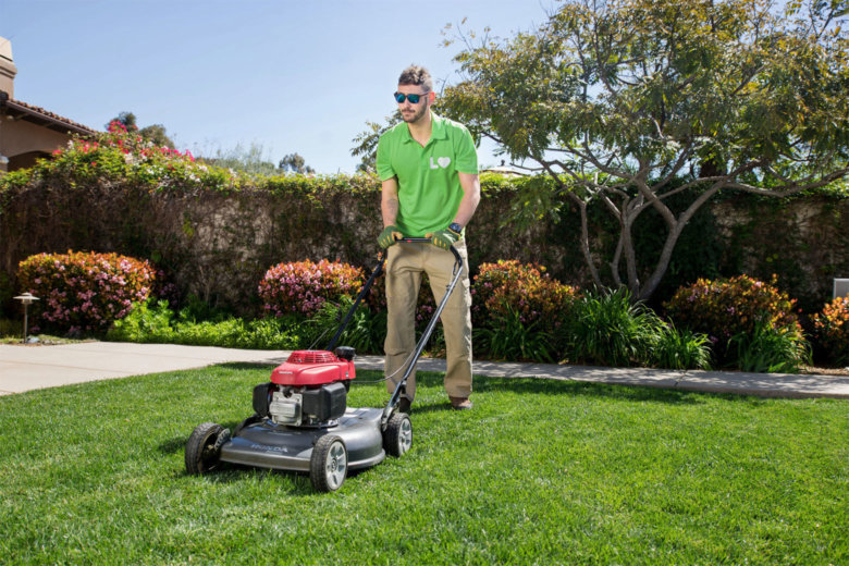 Joe Montana-backed Uber for lawn care comes to DC WTOP