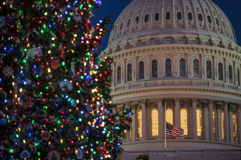 Federal workers get Christmas Eve off WTOP