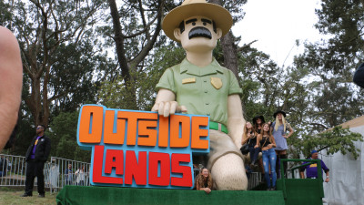 Photo ops in front of the inflatable Outside Lands statue