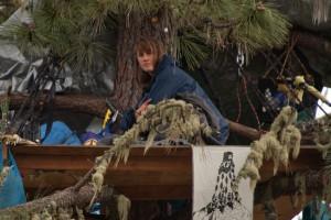 Warbler announces a hunger strike. (Deborah Svobada/KQED)