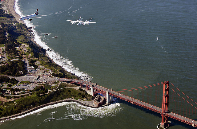 Virgin Galactic's SpaceShipTwo spacecraft and its mothership WhiteKnightTwo fly over the Golden Gate Bridge on April 6, 2011. (thspaceventure / Flickr)
