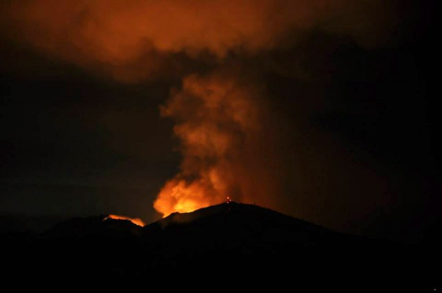 Morgan Fire, burning east of Mount Diablo, as seen from Lafayette late Sunday night. At least 800 acres have burned southeast of the town of Clayton. (Susan Welty)