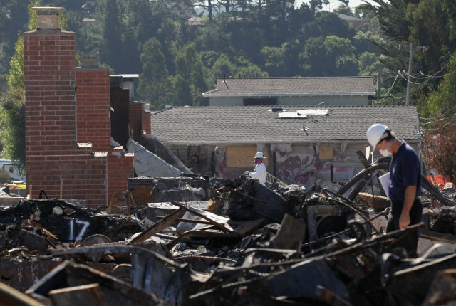 Workers survey burned homes near the epicenter of the September 2010 gas line explosion in San Bruno. (Justin Sullivan/Getty Images)