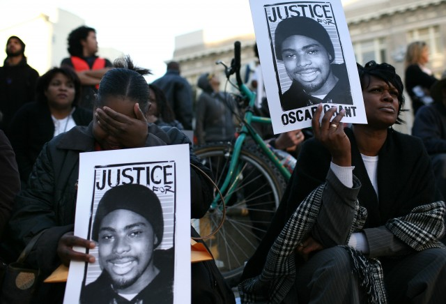Demonstrator march in Oakland in January 2009 to protest the BART police killing of Oscar Grant. (Justin Sullivan/Getty Images)