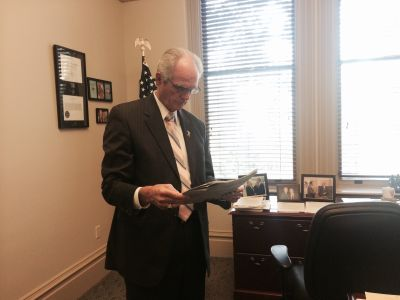 Former San Jose Mayor Chuck Reed reads an editorial about his 2016 statewide pension reform ballot measure.