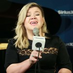 "Kelly Clarkson, Queen of Covers, Nails Tracy Chapman's ""Give Me One Reason"""