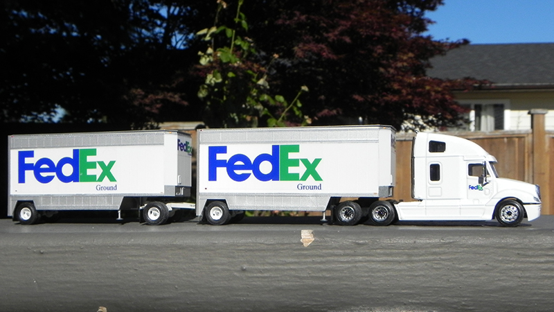 FedEx Ground Freightliner Columbia Truck Tractor  28\u0027 Doubles - By
