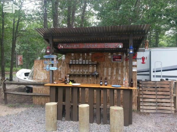 Outdoor Tiki Bar Made With Repurposed Pallets O 1001 Pallets
