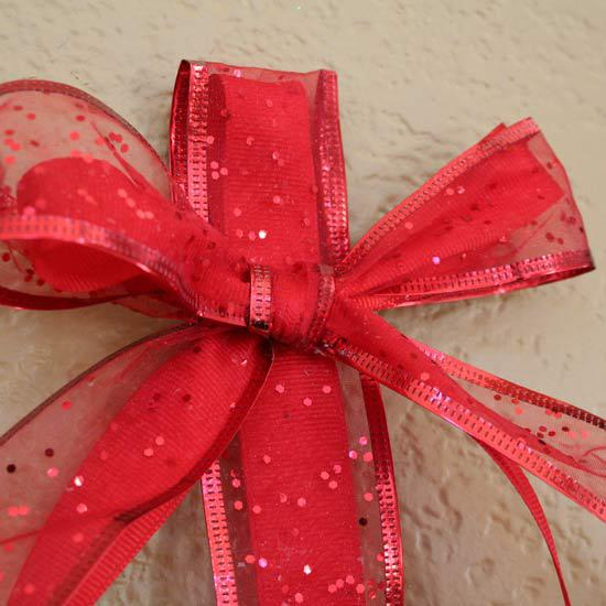 Make a Christmas Bow for your wall decor