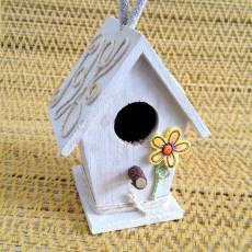 Birdhouses are better embellished with buttons