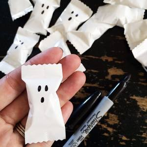 Easy Halloween Party Treat – Boo Mints