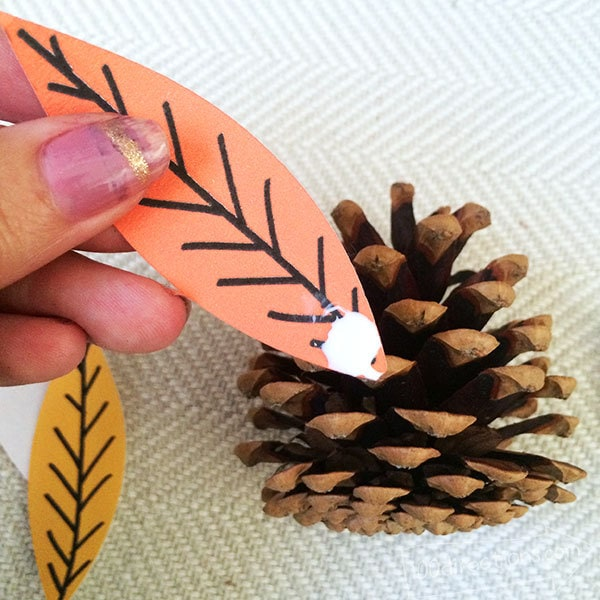 Pinecone Turkey Craft and Free Printable - 100 Directions