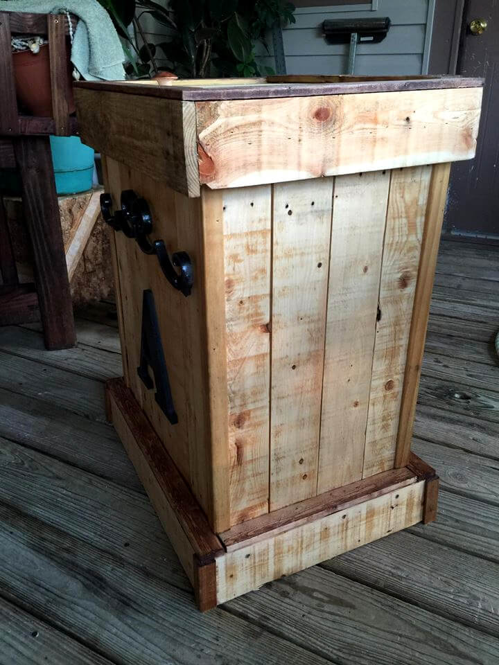 Personalized Pallet Trash Can