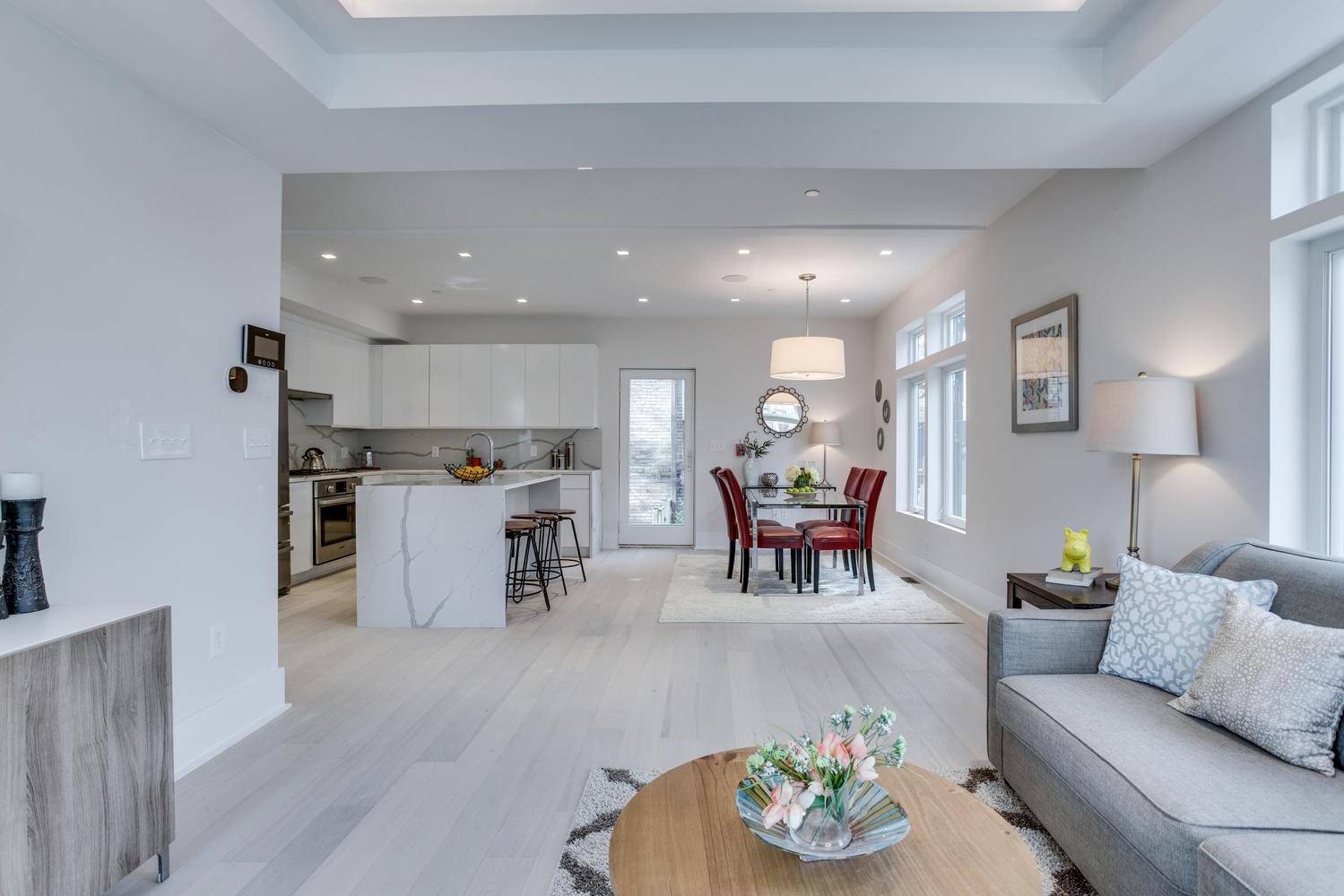 1001 Monroe St NW 1 Washington-large-020-27-Living Room-1499x1000-72dpi