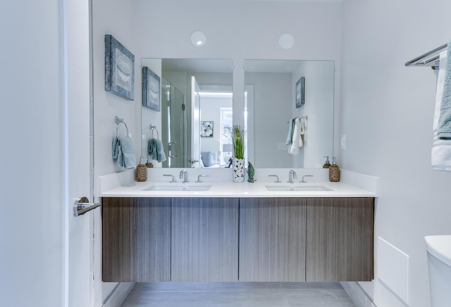 1001 Monroe St NW 1 Washington-large-038-18-Master Bath-1469x1000-72dpi