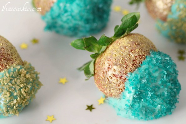 New, Year's, dessert, table, recipe, ideas, cupcake, stuffed, strawberries, star, gold, cupcake, chocolate, ganache, teal, turquoise, 3-d, 3-dimensional, sugar, cookies, cake, pops, glitter, macaroons, sprinkles,
