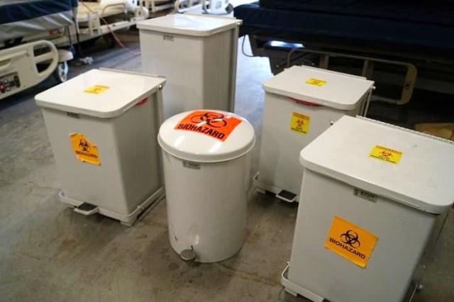 1 Biohazard waiste medical trash cans (2)