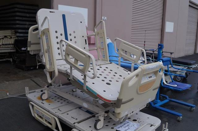 1 Hill Rom Advanta P1600 Hospital Beds for Sale