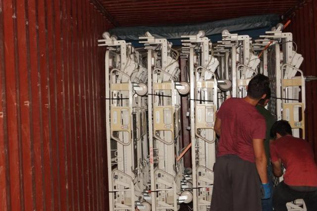 1 Hill Rom Advance beds loading in container