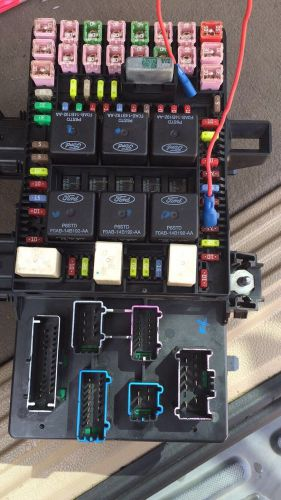 Sell 2003-2006 Ford Expedition Fuse Box motorcycle in Atlanta